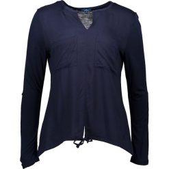 Koszulka w kolorze granatowym. T-shirty damskie Tom Tailor, z wiskozy, z długim rękawem. W wyprzedaży za 78.95 zł.