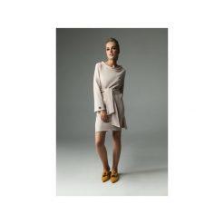 Sukienka Brook - Nude. Brązowe sukienki damskie Madnezz, w paski, z bawełny, klasyczne, z dekoltem w łódkę. Za 229.00 zł.