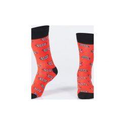 Skarpety JĘZYK. Czerwone skarpety męskie Wolne skarpetki, w kolorowe wzory, z bawełny. Za 12.00 zł.