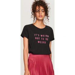 T-shirt z napisem - Czarny. T-shirty damskie marki DOMYOS. W wyprzedaży za 29.99 zł.