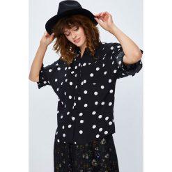 Medicine - Koszula Secret Garden. Szare koszule damskie MEDICINE, z dzianiny, casualowe, z klasycznym kołnierzykiem, z długim rękawem. W wyprzedaży za 49.90 zł.