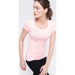 Koszulka treningowa damska TSDF113 - różowy. Czerwone bluzki damskie 4f, z dzianiny, z dekoltem na plecach. W wyprzedaży za 79.99 zł.