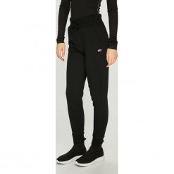Tommy Jeans - Spodnie. Szare spodnie materiałowe damskie Tommy Jeans, z bawełny. W wyprzedaży za 239.90 zł.