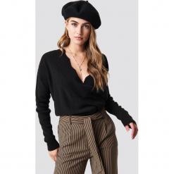 Trendyol Sweter Detailed V-Neck - Black. Czarne swetry damskie Trendyol, dekolt w kształcie v. Za 100.95 zł.