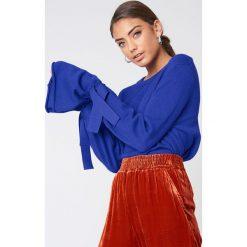 NA-KD Sweter z dzianiny z wiązanym rękawem - Blue. Niebieskie swetry damskie NA-KD, z dzianiny. Za 161.95 zł.