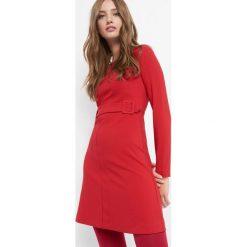 Sukienka trapezowa z paskiem. Czerwone sukienki damskie Orsay, na lato, w paski, z elastanu, z dekoltem na plecach. Za 139.99 zł.