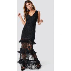 Trendyol Koronkowa sukienka z chwostami Abi - Black. Czarne sukienki damskie Trendyol, z koronki, z dekoltem na plecach. Za 526.95 zł.