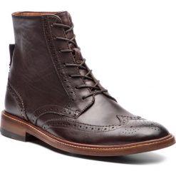 Kozaki CLARKS - James Hi 261355407 Dark Brown Leather. Brązowe kozaki męskie Clarks, ze skóry. W wyprzedaży za 589.00 zł.