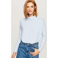 Sweter z szeroką stójką - Niebieski. Niebieskie swetry damskie Reserved, ze stójką. Za 59.99 zł.