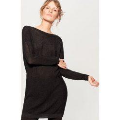 Sweter z wycięciem na plecach - Czarny. Czarne swetry damskie Mohito, z dekoltem na plecach. W wyprzedaży za 79.99 zł.