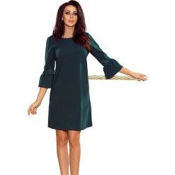 Zielona Sukienka Wizytowa z Koronką na Rękawie. Zielone sukienki damskie Molly.pl, w koronkowe wzory, z koronki, wizytowe, z falbankami. Za 139.90 zł.