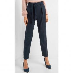 Spodnie w kant z paskiem. Niebieskie spodnie materiałowe damskie Orsay, w ażurowe wzory, z elastanu. Za 119.99 zł.