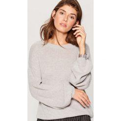 Sweter z bufiastymi rękawami - Szary. Szare swetry damskie Mohito. W wyprzedaży za 59.99 zł.