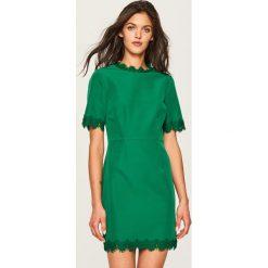 Sukienka z koronkową lamówką - Khaki. Brązowe sukienki damskie Reserved, z koronki. W wyprzedaży za 59.99 zł.