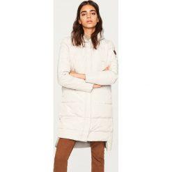 Pikowany płaszcz z naturalnym puchem - Jasny szar. Płaszcze damskie marki FOUGANZA. W wyprzedaży za 249.99 zł.