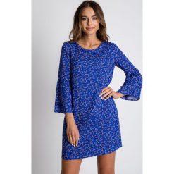 Niebieska sukienka w drobne kwiaty BIALCON. Niebieskie sukienki damskie BIALCON, na lato, w kwiaty, wakacyjne. Za 269.00 zł.