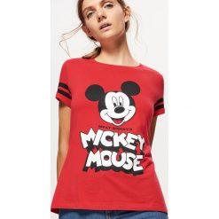 Koszulka z nadrukiem MICKEY MOUSE - Czerwony. Czerwone t-shirty damskie Cropp, z motywem z bajki. Za 39.99 zł.
