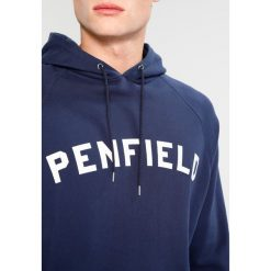 Penfield DWIGHT Bluza z kapturem navy. Bluzy męskie Penfield, z bawełny. W wyprzedaży za 423.20 zł.