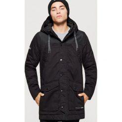 Zimowy płaszcz - Czarny. Czarne płaszcze męskie Cropp, na zimę. Za 329.99 zł.