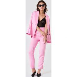 NA-KD Classic Spodnie garniturowe - Pink. Różowe spodnie materiałowe damskie NA-KD Classic. Za 121.95 zł.