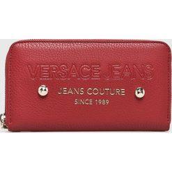 Versace Jeans - Portfel. Czerwone portfele damskie Versace Jeans, z jeansu. W wyprzedaży za 239.90 zł.