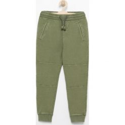 Spodnie dresowe - Khaki. Spodenki niemowlęce marki 4f. W wyprzedaży za 29.99 zł.