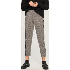 Spodnie z lampasem - Wielobarwn. Szare spodnie materiałowe damskie Reserved. Za 79.99 zł.