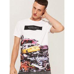 T-shirt z nadrukiem - Biały. Białe t-shirty męskie House, z nadrukiem. W wyprzedaży za 29.99 zł.