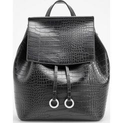 Plecak z teksturą skóry krokodyla - Czarny. Czarne plecaki damskie Reserved, ze skóry. Za 119.99 zł.