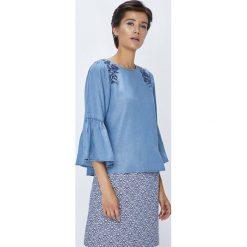 Medicine - Bluzka Rustic Indigo. Niebieskie bluzki damskie MEDICINE, z aplikacjami, z lyocellu, casualowe, z okrągłym kołnierzem. W wyprzedaży za 49.90 zł.