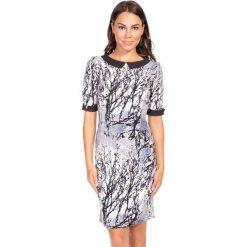 Sukienka we wzory z kołnierzykiem QUIOSQUE. Szare sukienki dla dziewczynek QUIOSQUE. W wyprzedaży za 59.99 zł.