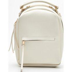 Mały plecak z kieszenią - Kremowy. Białe plecaki damskie Cropp. Za 79.99 zł.