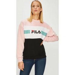 Fila - Bluza Angela Crew. Szare bluzy damskie Fila, z nadrukiem, z bawełny. W wyprzedaży za 259.90 zł.