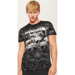 T-shirt z nadrukiem all over - Czarny. T-shirty męskie marki Giacomo Conti. W wyprzedaży za 29.99 zł.