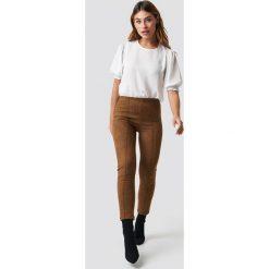 Trendyol Spodnie Yeni - Brown. Brązowe spodnie materiałowe damskie Trendyol, z materiału. Za 100.95 zł.