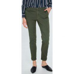 Tommy Jeans - Spodnie. Szare jeansy damskie Tommy Jeans. W wyprzedaży za 299.90 zł.