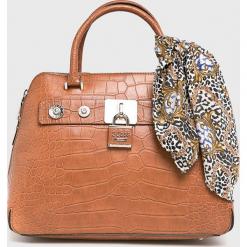Guess Jeans - Torebka. Pomarańczowe torebki do ręki damskie Guess Jeans, z aplikacjami, z bawełny. Za 699.90 zł.