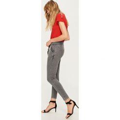 Spodnie dresowe - Szary. Spodnie dresowe damskie Reserved, z dresówki. Za 79.99 zł.