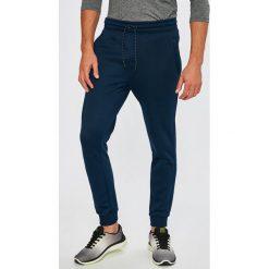 Under Armour - Spodnie Storm Armour. Spodnie sportowe męskie marki bonprix. W wyprzedaży za 239.90 zł.