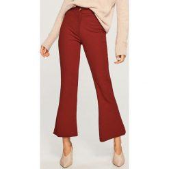 Spodnie dzwony - Brązowy. Brązowe spodnie materiałowe damskie Reserved. Za 119.99 zł.