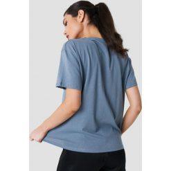 NA-KD Koszulka Double X - Blue. Niebieskie t-shirty damskie NA-KD, z okrągłym kołnierzem. W wyprzedaży za 36.48 zł.