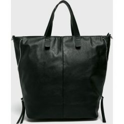 Pieces - Torebka. Czarne torby na ramię damskie Pieces. W wyprzedaży za 139.90 zł.