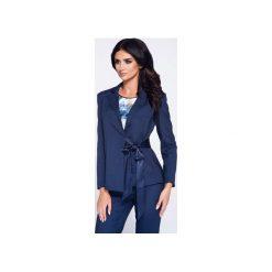 Elegancka marynarka damska z kokardą wiązaną w talii. Niebieskie żakiety damskie Bien fashion, z tkaniny, biznesowe. Za 149.00 zł.