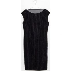 Simple - Sukienka. Czarne sukienki damskie Simple, z materiału, eleganckie, z okrągłym kołnierzem. W wyprzedaży za 279.90 zł.