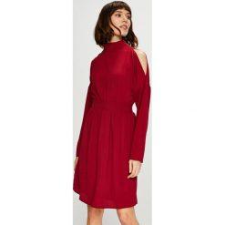 Trendyol - Sukienka. Czerwone sukienki damskie Trendyol, z poliesteru, casualowe. Za 119.90 zł.