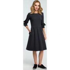 Sukienka z wiązanymi lampasami moe388. Szare sukienki dla dziewczynek MOE, eleganckie. Za 139.00 zł.