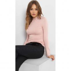 Sweter z koronkową stójką. Brązowe swetry damskie Orsay, z dzianiny, ze stójką. Za 79.99 zł.