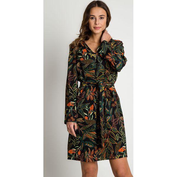 be225ff6dfeea4 Sukienka z szerokimi rękawami i wiązaniem BIALCON - Sukienki damskie ...