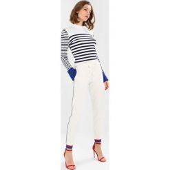 Rue de Femme SIXTEN SPORT PANT Spodnie treningowe offwhite/cobalt blue. Spodnie sportowe damskie Rue de Femme, z bawełny. Za 419.00 zł.