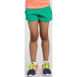Spodenki dresowe dla małych dziewczynek JSKDD101 - multikolor. Zielone spodenki dla dziewczynek 4F JUNIOR, z bawełny. W wyprzedaży za 29.99 zł.